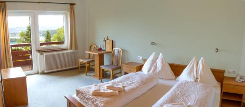 Doppelzimmer mit Balkon und Seeblick (Double Room with Balcony and Lake View)