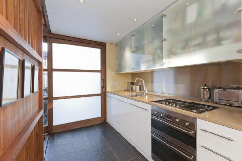 Apartment mit 4 Schlafzimmern - Orleston Mews (Four-Bedroom Apartment - Orleston Mews)