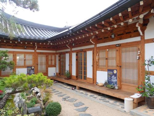 Happiness Full Hanok Guesthouse  Jeonju