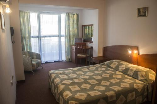 Double or Twin Room with Balcony (2 Adults + 1 Child) - Last Minute