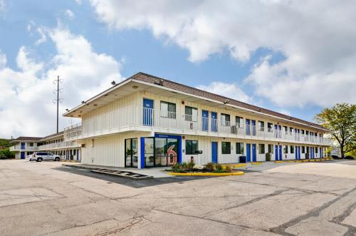 Picture of Motel 6 Pittsburgh - Crafton