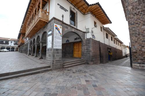 Yabar Hotel Cusco front view