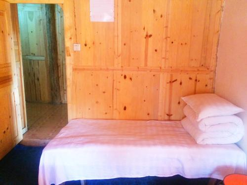 Dobbeltrom med felles bad ( Double Room with Shared Bathroom)