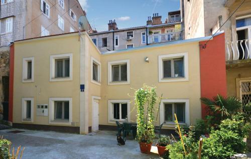 Apartment Split 15