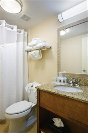 Book Now Holiday Inn Express Philadelphia Airport (Essington, United States). Rooms Available for all budgets. A riverfront locale, free buffet breakfast and a location near a popular casino make the non-smoking Holiday Inn Express Philadelphia Airport the savvy traveler's choice. All
