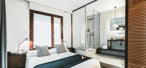 Double or Twin Room Hotel Villa Lorenea 5