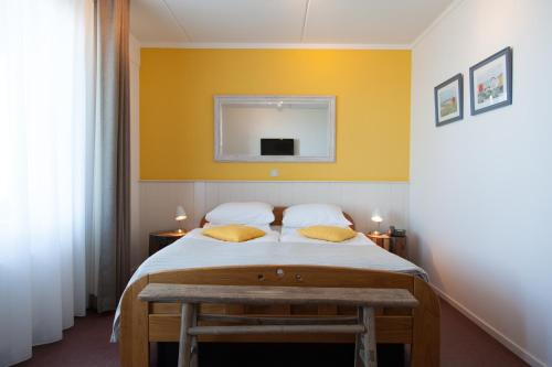 Doppelzimmer mit Dampfdusche und Wasserbett (Double Room with Steamshower and Waterbed)