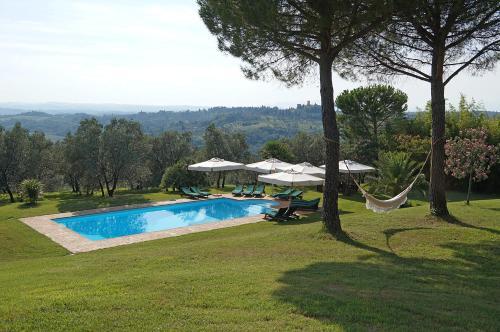 Villa Tuscany front view