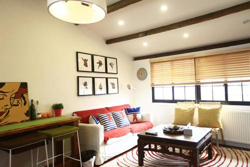 Houchuang Apartment Shanghai French Concession Old Lane Art Shaokaowu