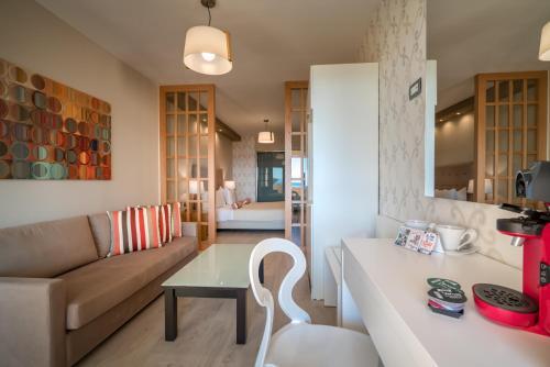 Balcony Hotel - Только для взрослых