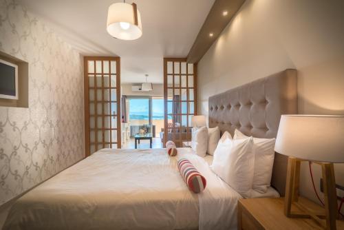 Balcony hotel tsilivi zakynthos ionian islands for The balcony hotel zante