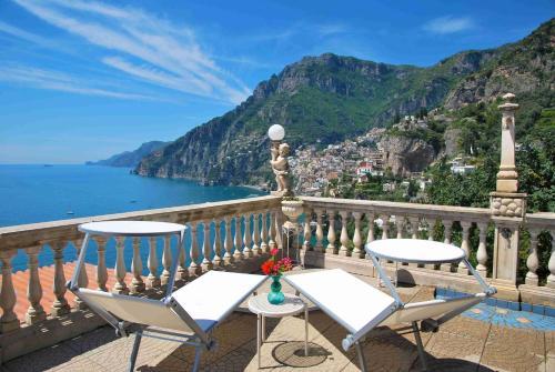 foto Villa La Roccia-Arienzo (Casola di Napoli)