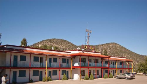 Nob Hill Lodge