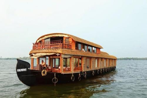 Vista Gokul Cruise Houseboats