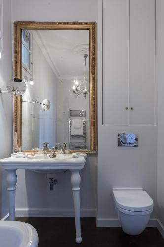 شقة من 4 غرف نوم - Rue de Clichy II (Four-Bedroom Apartment- Rue de Clichy II)