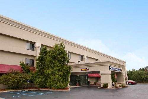 Baymont Inn & Suites Battle Creek