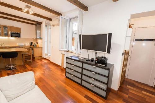 Abesses Apartment