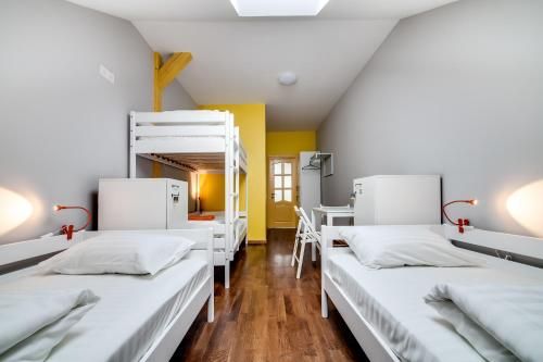 Habitació Quàdruple amb bany compartit (Quadruple Room with Shared Bathroom)