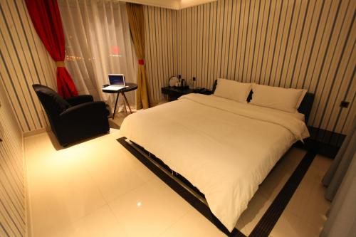 Mainland Chinese Citizens - Deluxe Double Room B