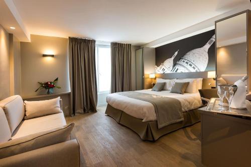 Midnight Hotel Paris