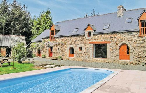 Holiday home Plouvara with Outdoor Swimming Pool 353