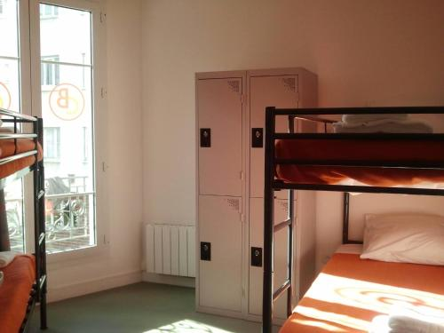 beautiful belleville h tel hostel auberge de jeunesse 12 rue de l 39 atlas 75019 paris. Black Bedroom Furniture Sets. Home Design Ideas