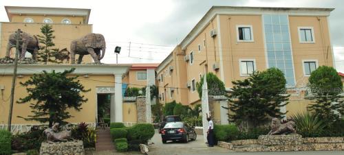 Presken Hotels Opebi Lagos, Ikeja