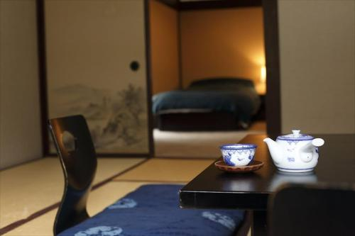 Standard Room with Tatami Area and Shared Bathroom - River View