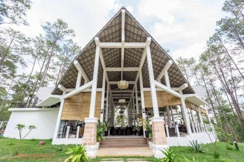 vKirirom Pine Resort, Châmbák Dângkôm