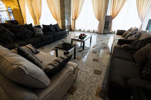 Sara Palace Apartments- family only, Kuwejt