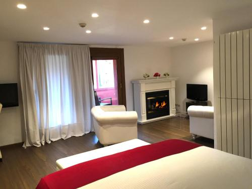 Suite Junior con chimenea y acceso al spa Hotel Del Lago 5
