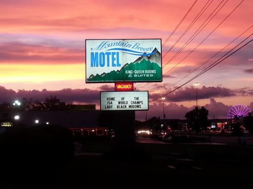 Mountain Breeze Motel, Pigeon Forge - Promo Code Details