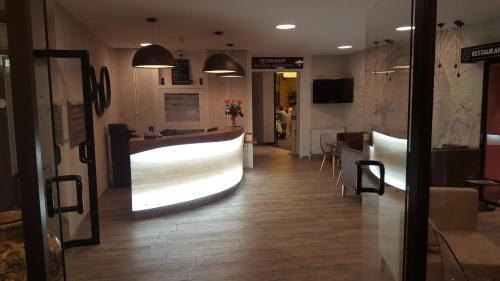 Logis Hotel Des Bourbons