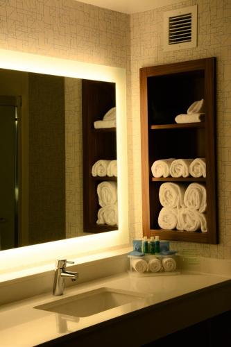 Holiday Inn Express & Suites Lexington Park California