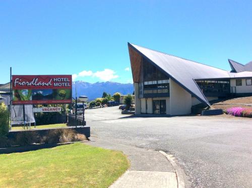 Picture of Fiordland Hotel