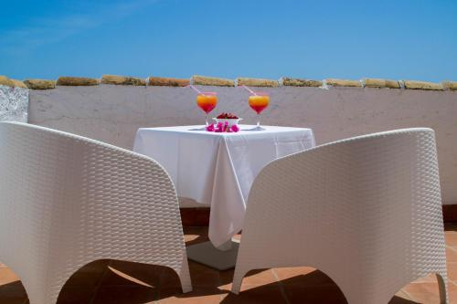 Double or Twin Room with Private Terrace and Sea View Hotel La Fonda 18