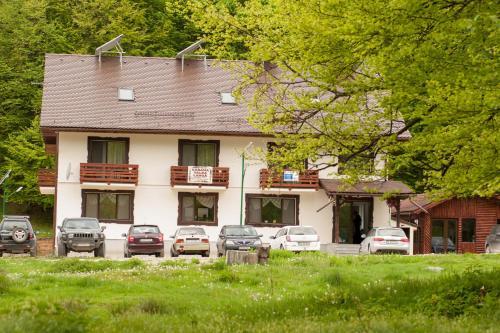 Cabana Barlogul Lupilor, Schitu-Goleşti
