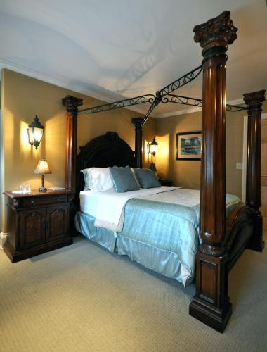 Creighton Manor Inn Bed Breakfast Orillia Lake Simcoe