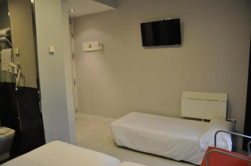 Double or Twin Room with Extrabed (3 Adults)