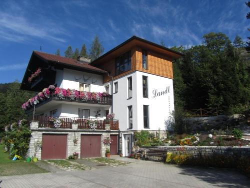Haus Landl - Apartment mit 3 Schlafzimmern und Balkon