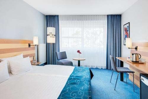 IntercityHotel Frankfurt Airport photo 1