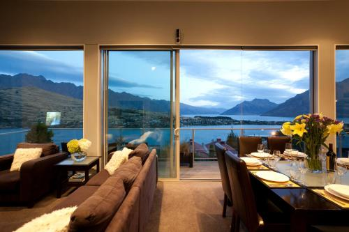 Highview terrace queenstown south island rentbyowner for 5 the terrace queenstown