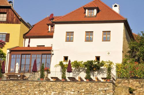 Gästehaus & Heuriger Turm Wachau (B&B)