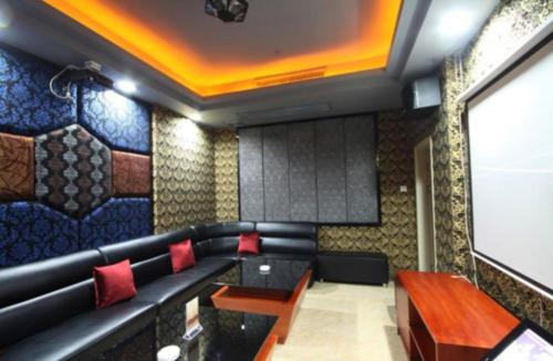 Отель Yihua Hot Spring Hotel 4 звезды Китай