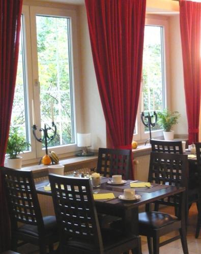 Stay at Hotel Biederstein am Englischen Garten