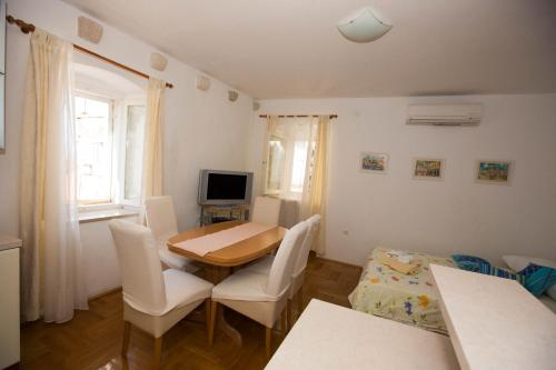 Peline Apartments