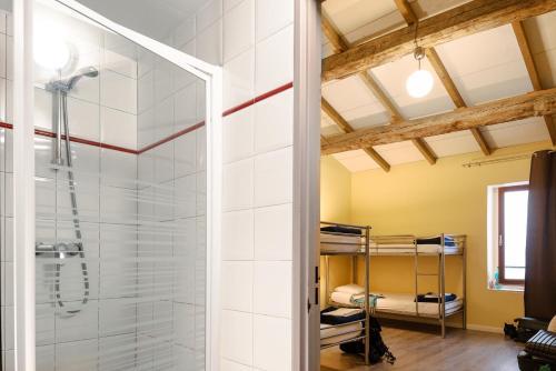 Hostel vertigo vieux port auberge de jeunesse 38 rue - Vertigo vieux port auberge de jeunesse ...