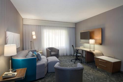 Suite mit 1 Schlafzimmer und Schlafsofa (One-Bedroom Suite with Sofa Bed)