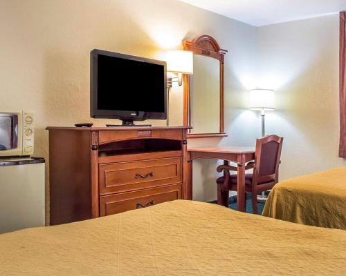 Book Now Quality Inn Airport (Tucson, United States). Rooms Available for all budgets. Free breakfast, Wi-Fi, parking and airport shuttle, plus a convenient location and a heated outdoor pool are among the amenities our guest enjoy at the pet-friendly Quality In