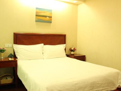Отель GreenTree Inn JiangSu NanTong HongMing Plaza Express Hotel 2 звезды Китай